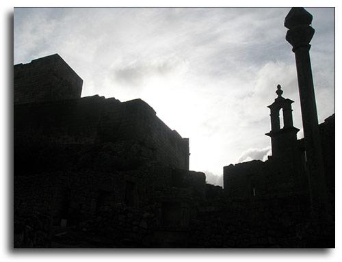 Sobre la piedra, piedra. Foto de Oza
