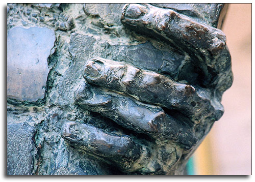 Dar la mano, por Oza